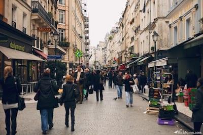 A_peaceful_Parisian_street_scene