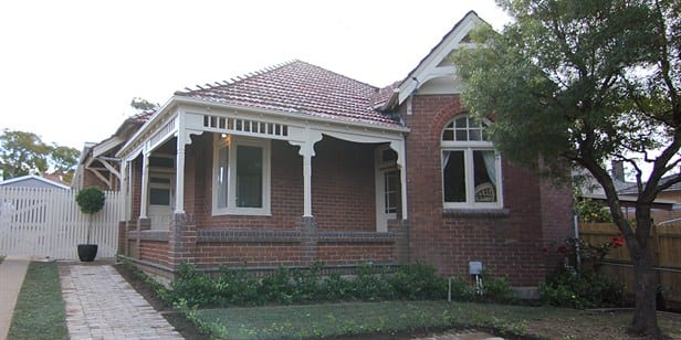 Selling Houses Australia - Is a heritage house right for you?